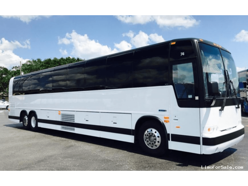 Used 2005 Prevost XLII Motorcoach Shuttle / Tour  - CHICAGO, Illinois - $104,900