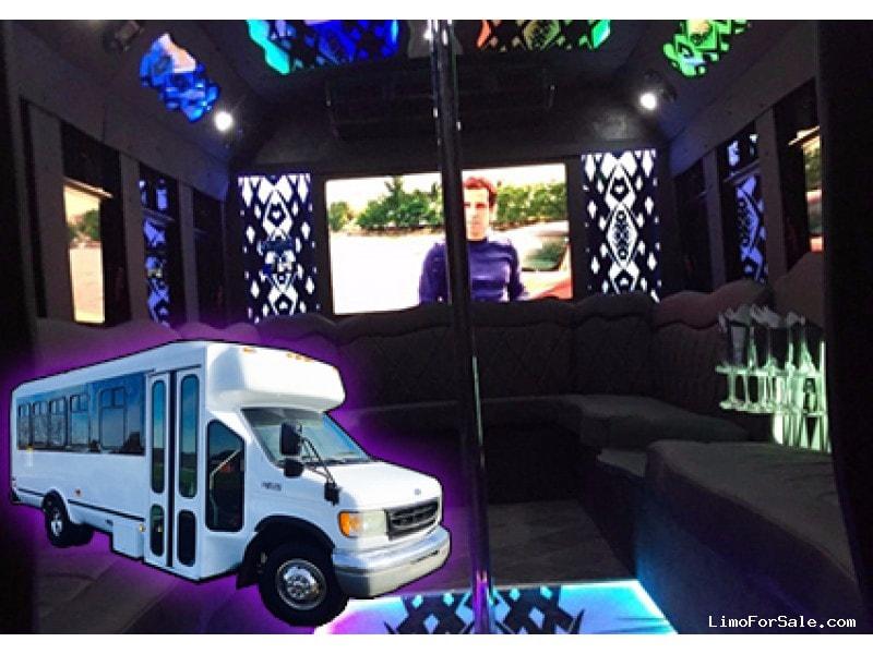 Used 2002 Ford Mini Bus Limo  - Ravenna, Ohio - $18,000