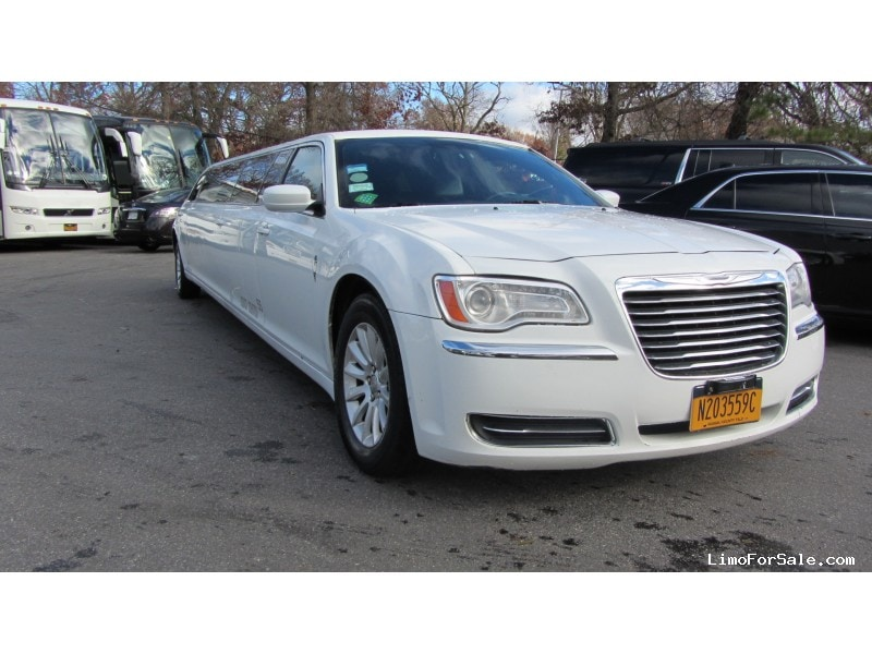 Used 2014 Chrysler Sedan Stretch Limo Limos by Moonlight - Commack, New York    - $29,900