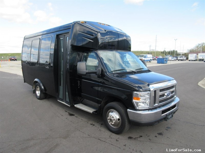 Used 2016 Ford Mini Bus Shuttle / Tour Ameritrans - Oregon, Ohio - $42,900