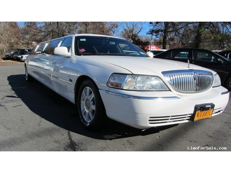 Used 2009 Lincoln Sedan Stretch Limo Royale - Commack, New York    - $9,900