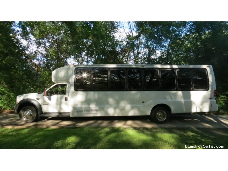 Used 2007 Ford F-550 Mini Bus Shuttle / Tour Krystal, Illinois - $20,000