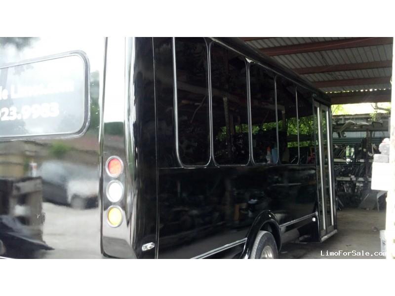 Used 2009 Ford E-450 Mini Bus Limo  - HOUSTON, Texas - $18,000