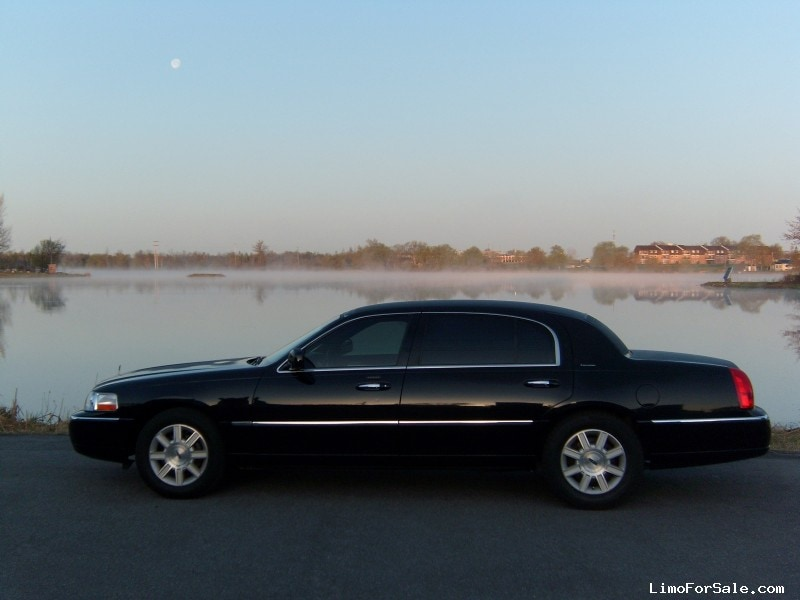 used 2011 lincoln town car l sedan limo alexandria 22 400 limo for sale. Black Bedroom Furniture Sets. Home Design Ideas