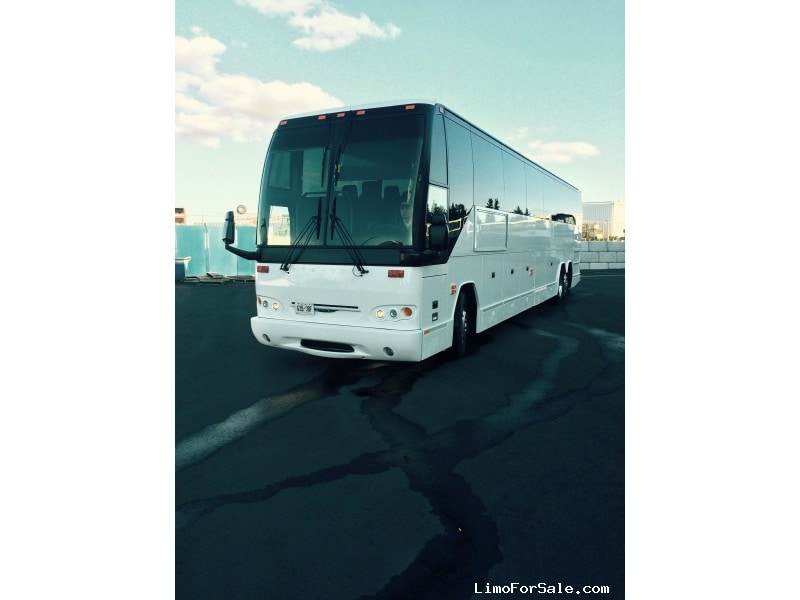Used 2007 Prevost H3-45 VIP Motorcoach Shuttle / Tour  - Toronto, Ontario - $175,000
