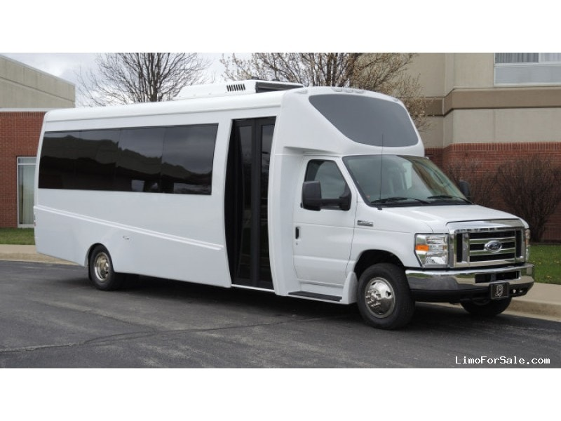 New 2017 Ford E-450 Mini Bus Shuttle / Tour Berkshire Coach - Kankakee, Illinois