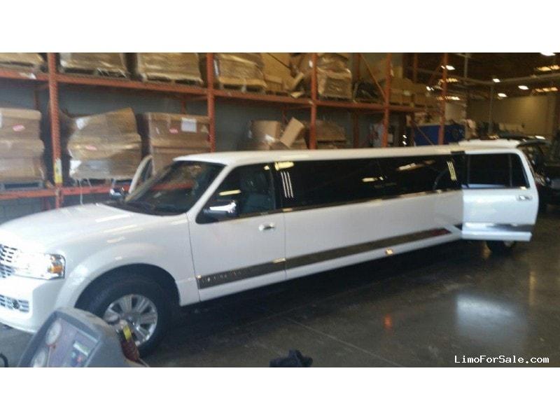 used 2014 lincoln navigator l suv stretch limo tiffany coachworks schiller park illinois. Black Bedroom Furniture Sets. Home Design Ideas