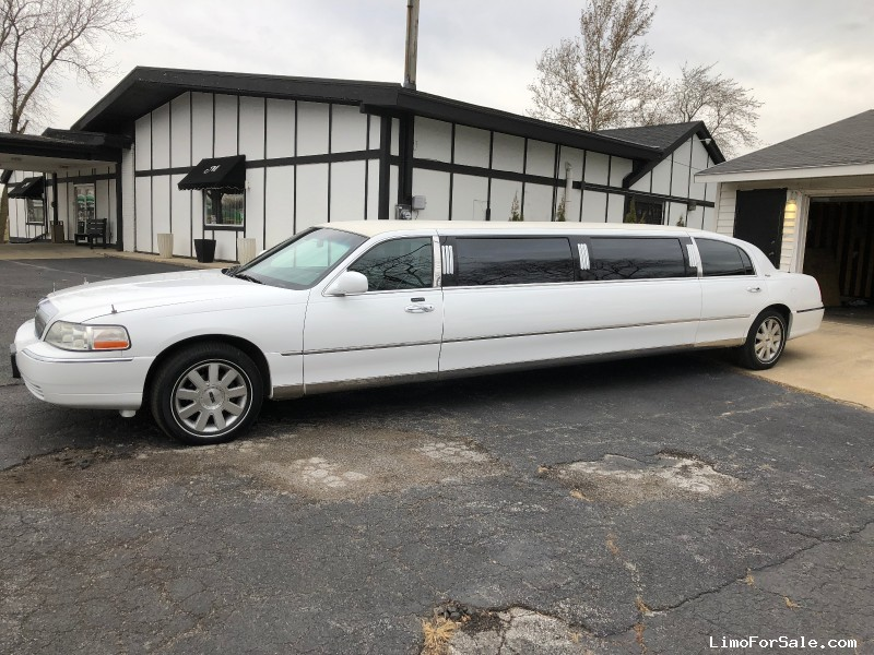 Used 2003 Lincoln Town Car Sedan Stretch Limo DaBryan - Chicago Heights, Illinois - $10,000